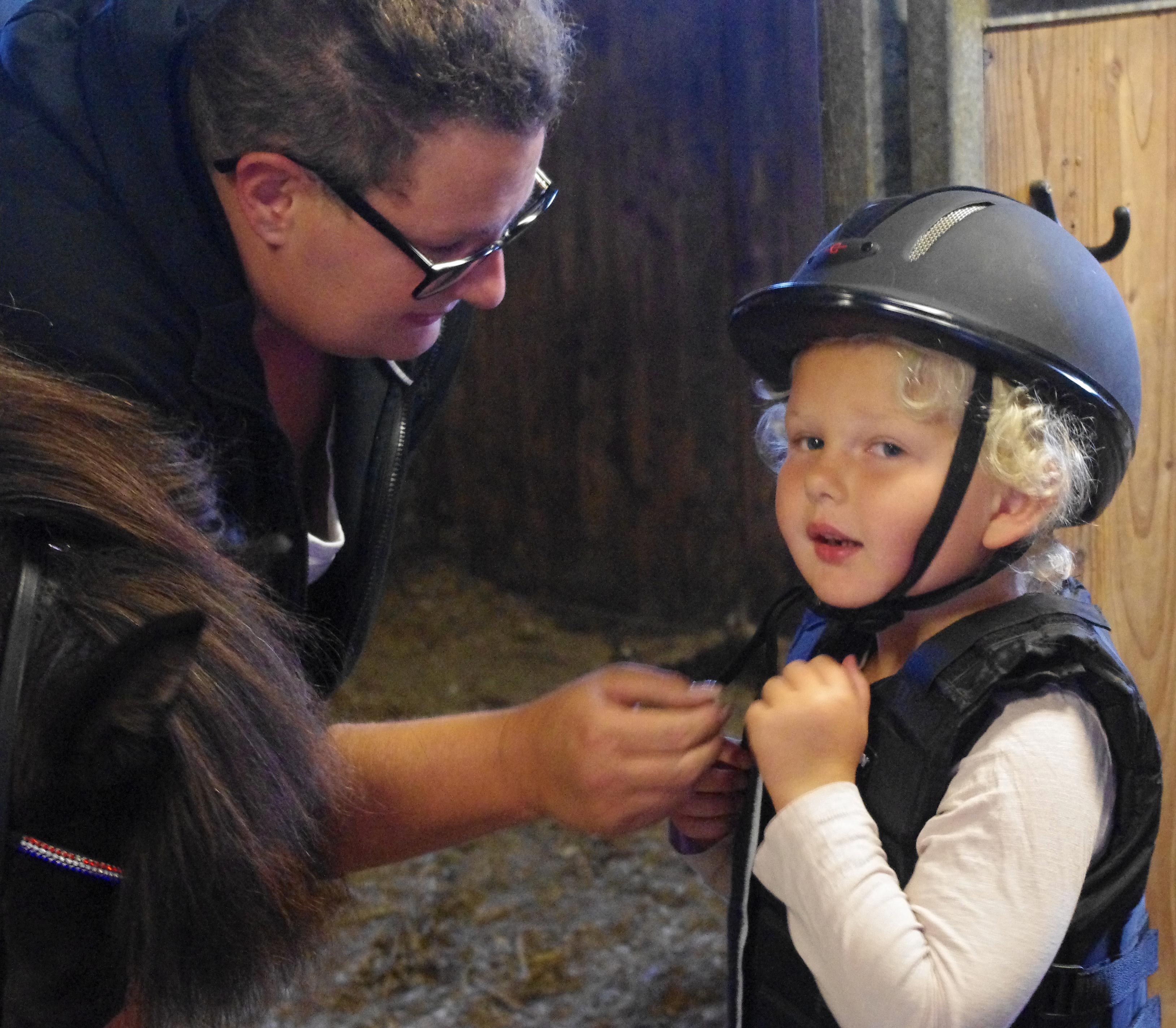getting-ready-for-riding school Galleri-sparrarpislandshastar.com | 2020